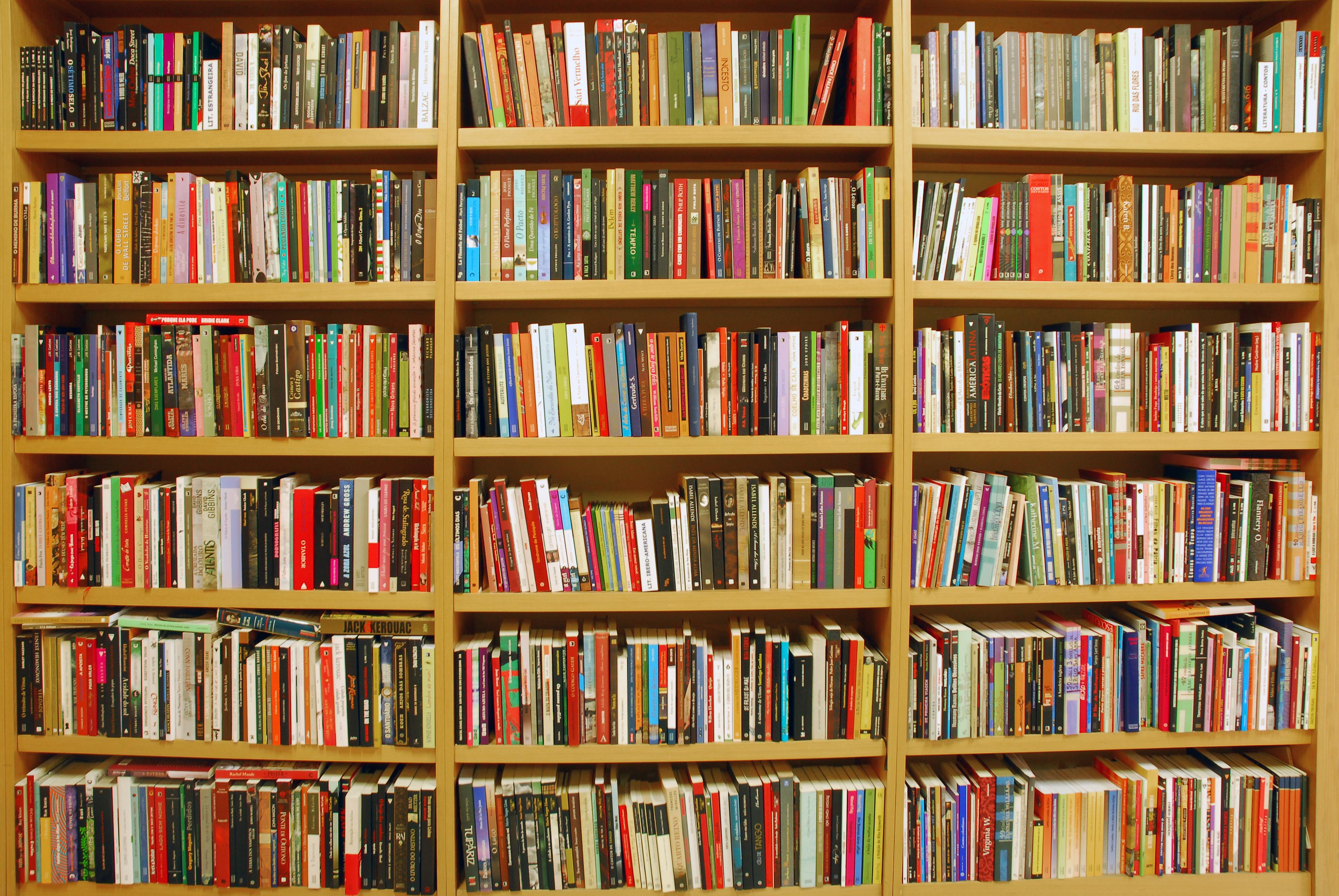 ESTANTES 04  Palavraria Livros & Cafés #B22C19 3872x2592
